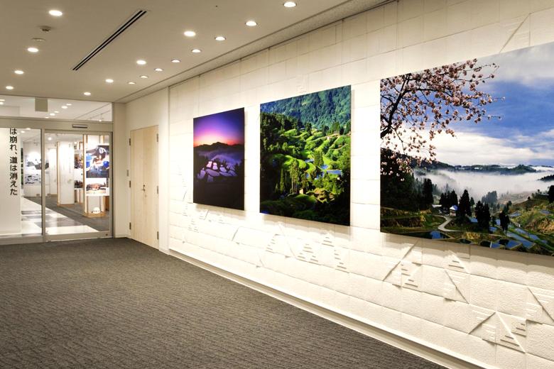 展示スペース前の風景写真