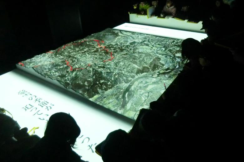 地形模型シアター内の様子